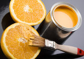 Lemon & Brush and paint samples — 图库照片