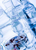 Laboratory glassware with drugs — Stockfoto