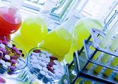 Frascos de laboratório com drogas — Foto Stock
