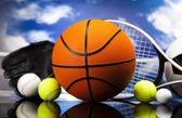 4 つのスポーツ、多くのボールとのもの — ストック写真