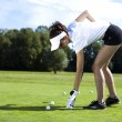Girl playing golf on grass in summer — Stockfoto