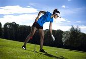 Girl playing golf on grass in summer — Stock Photo