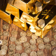 Gold bar and coins — Stock Photo