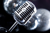 Microphone with disco balls — 图库照片