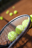 Tennis racket with balls — Stockfoto