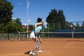 Kobieta grająca w kort tenisowy — Zdjęcie stockowe