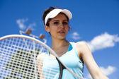 Femme jouant au tennis — Photo