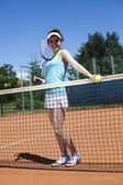 Woman standing near tennis grid — Foto Stock