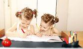 Odrabiania lekcji razem — Zdjęcie stockowe