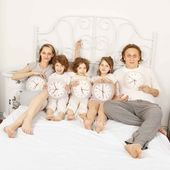 All family together awake — Stock Photo