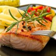 Grilled salmon and vegetables — Stock Photo #13872907