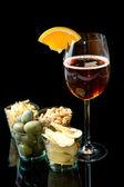 Long drinky s pomeranče a předkrmy — Stock fotografie
