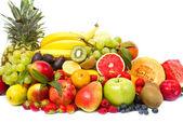 各种各样的新鲜水果上白色隔离 — 图库照片