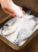 Gilt head sea bream baked in sea salt — Stock Photo