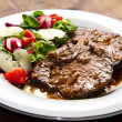 Beef garnished with fresh salad — Stock Photo #38692385