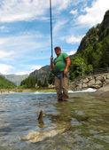 Pescatore sul fiume — Foto Stock