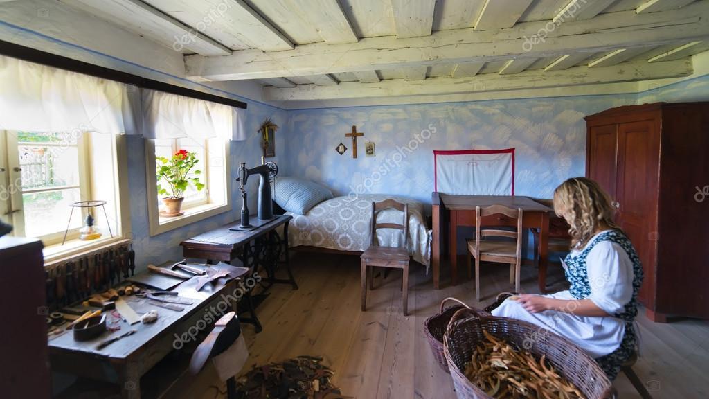 l 39 int rieur de la vieille maison de campagne au xixe si cle de pologne photo 36288489. Black Bedroom Furniture Sets. Home Design Ideas