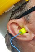 Bouchon d'oreille jaune dans l'oreille — Photo