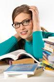 Menina adolescente estudando — Fotografia Stock