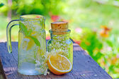 Elderflower and lemon juice — Stock Photo