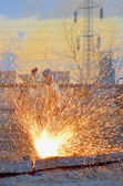 Worker cut metal using blowtorch — Stock Photo