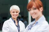 两个女医生的肖像 — 图库照片