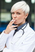 Female doctor is smoking — Stock Photo