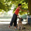 Keep clean the ambient by throwing away the dogs poo — Stock Photo