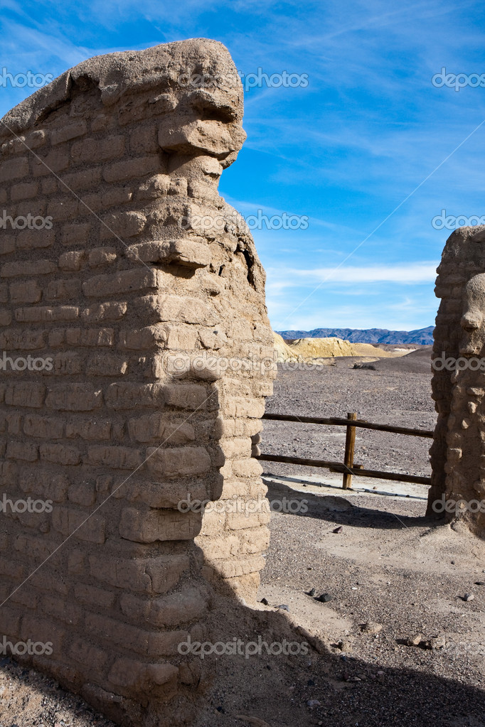 Borax mine site ruins in Death Valley National Park, California. — Stock Photo #12913891