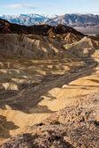 Golden canyon au lever du soleil dans le parc national de death valley — Photo