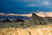 Manly Beacon Sunrise in Death Valley — Stock Photo