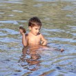 Boy playing in water - Stockfoto