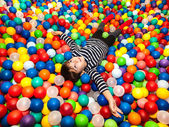 Boy playing with balls — 图库照片