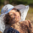 Young woman in white hat — Stockfoto