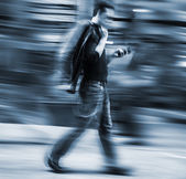 Man talking on a cell phone in a hurry. — Stock Photo