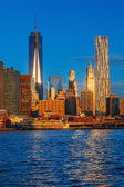 Lower Manhattan skyline along the East River — Stock Photo
