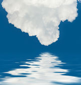 Clouds and water reflection — Stock Photo