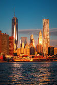 Lower Manhattan skyline along the East River — Stock Photo