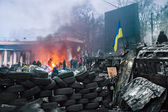 KIEV, UKRAINE - January 26, 2014: Euromaidan protesters rest and — 图库照片