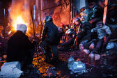 KIEV, UKRAINE - January 26, 2014: Euromaidan protesters rest and — Foto de Stock