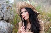 Meisje in stro hoed — Stockfoto