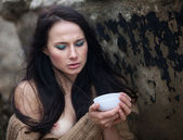Woman drinking tea outdoors — Foto Stock
