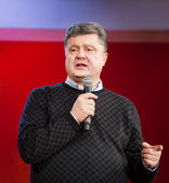 Ukrainian presidential candidate Petro Poroshenko speaks at elec — Stock Photo