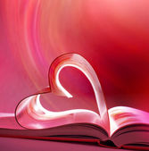 Różowy otwarte książki i serca — Zdjęcie stockowe