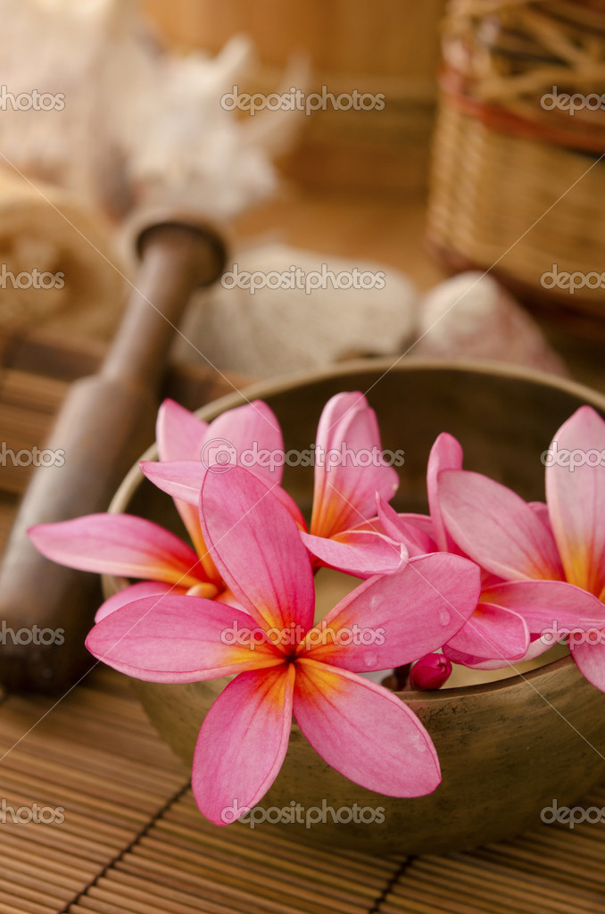 Tropical spa with frangipani flowers arrangement — Stock Photo #12053971