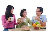 Azjatyckie rodziny jadalnia — Zdjęcie stockowe
