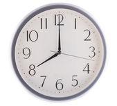 Orologio bianco isolato alle otto — Foto Stock