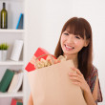 Asian girl shopping — Stock Photo