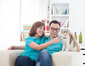Asian couple with cat — Stock Photo