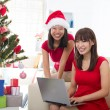 Foto Stock: Asian girls christmas online shopping